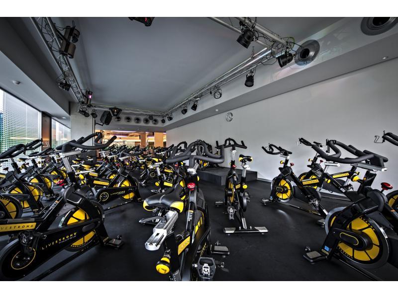 salle de sport corner 4 sant cugat. Black Bedroom Furniture Sets. Home Design Ideas